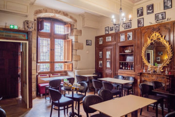 cafe-breton-salle-rustique-traditionnelle